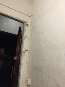 Dörr från källare i 8an